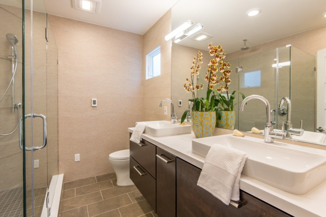 1429133729_013_Master_Bathroom