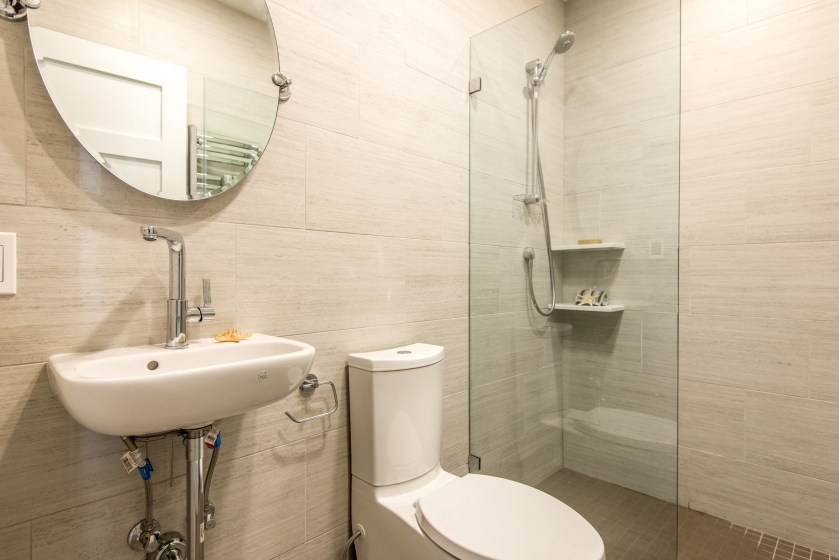 1429133729_015_Bathroom
