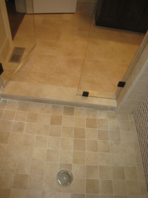 Shower pan transtion to the Ismalia Cream floor
